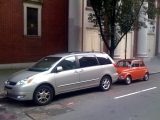 <h5>A &quot;minivan&quot; and an old Fiat 500</h5>