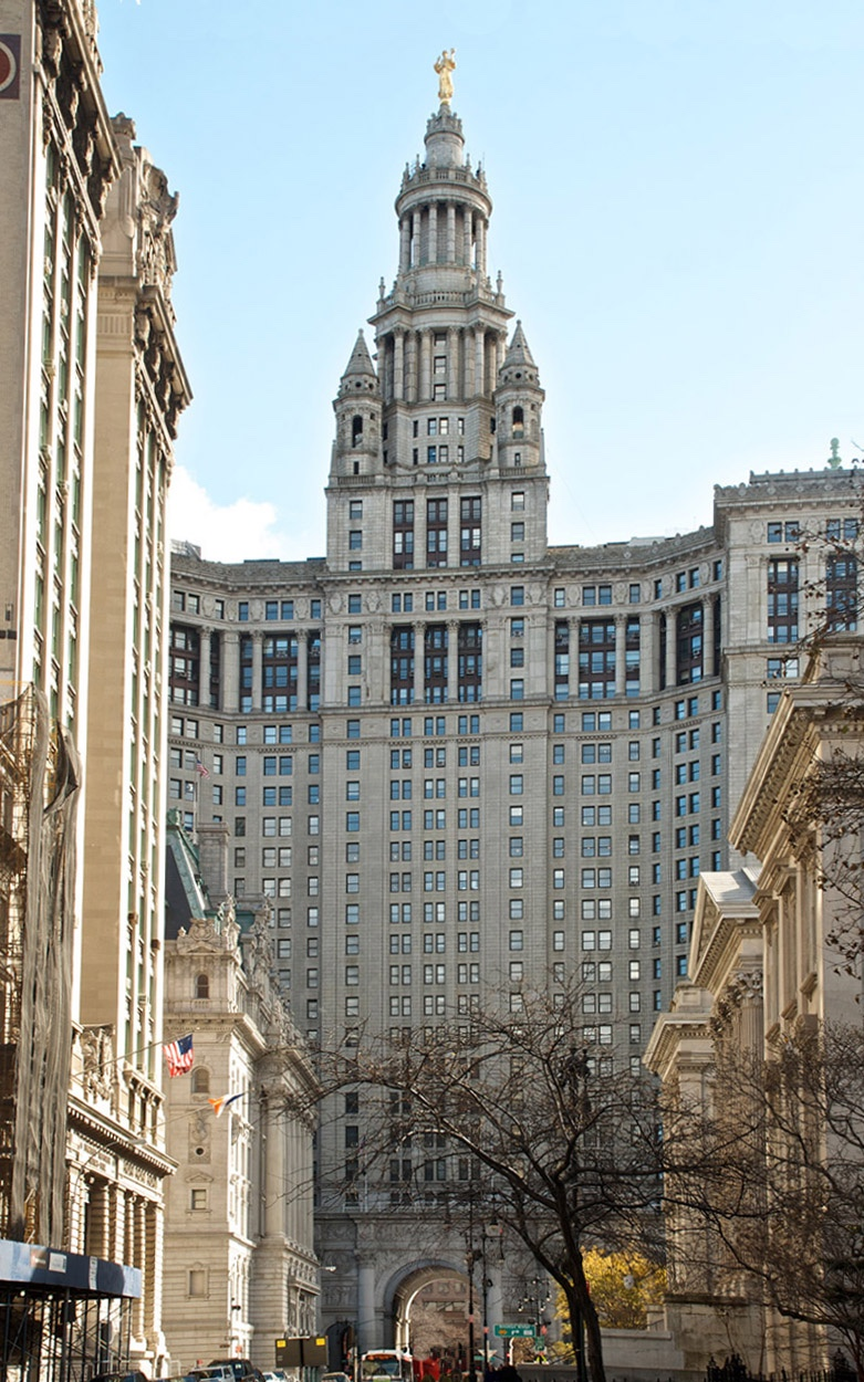 The New York City Municipal Building straddles Chambers Street.